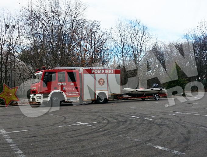 Pompierii bucuresteni au efectuat un exercitiu pe lacul din Parcul Herastrau