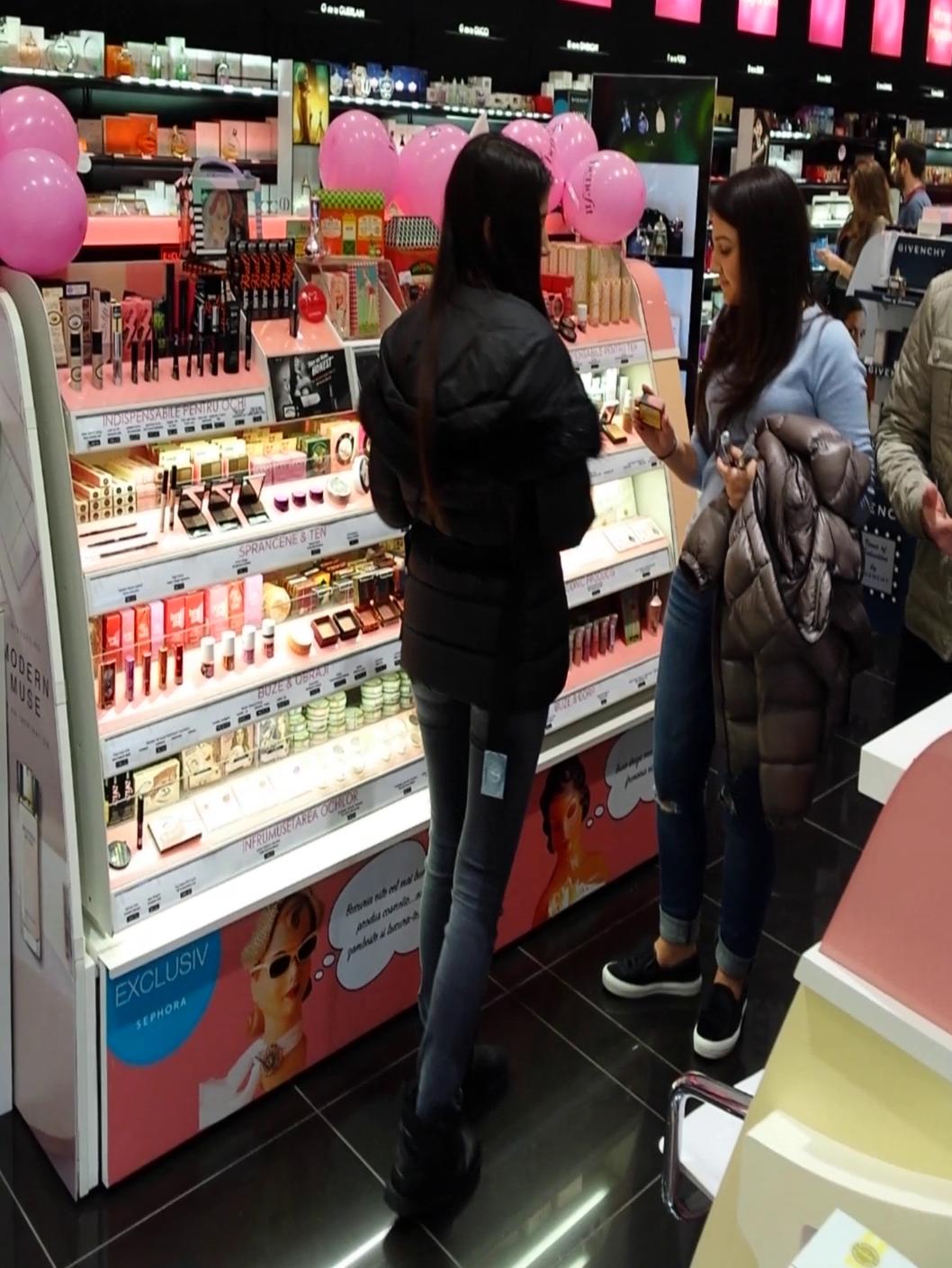 Teodora a consiliat-o pe Cristina cand a venit vorba de produsele cosmetice