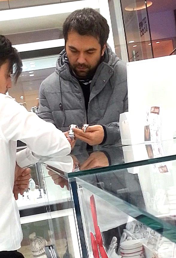 Andreas Petrescu a cumparat inelul de logodna, dar si un ceas pentru Augusta Lazarov