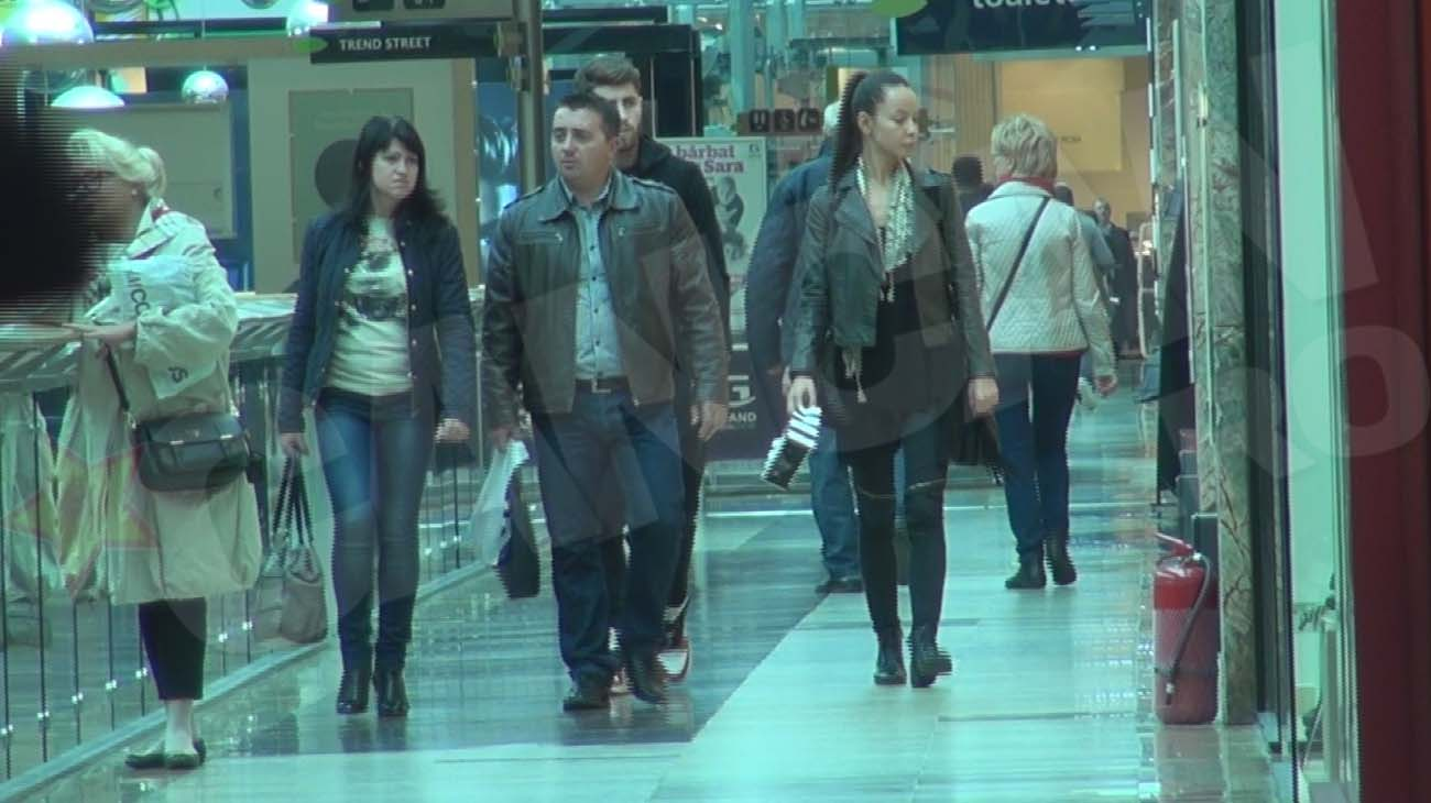 Radut se grabeste sa plece din mall