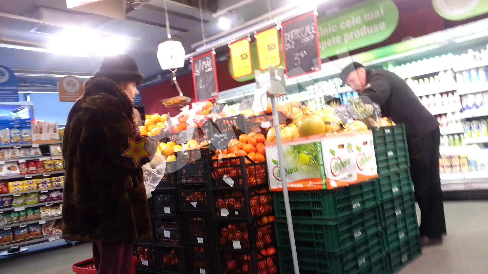 Adriana Iliescu a vizitat si raionul de fructe