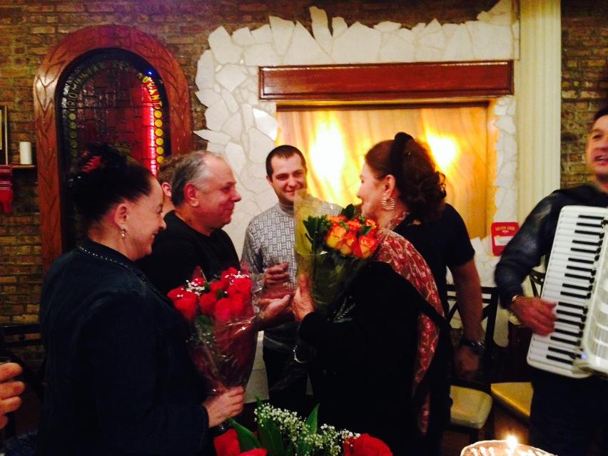 Irina Loghin a avut parte de o surpriza de ziua ei din parte colegilor de scena