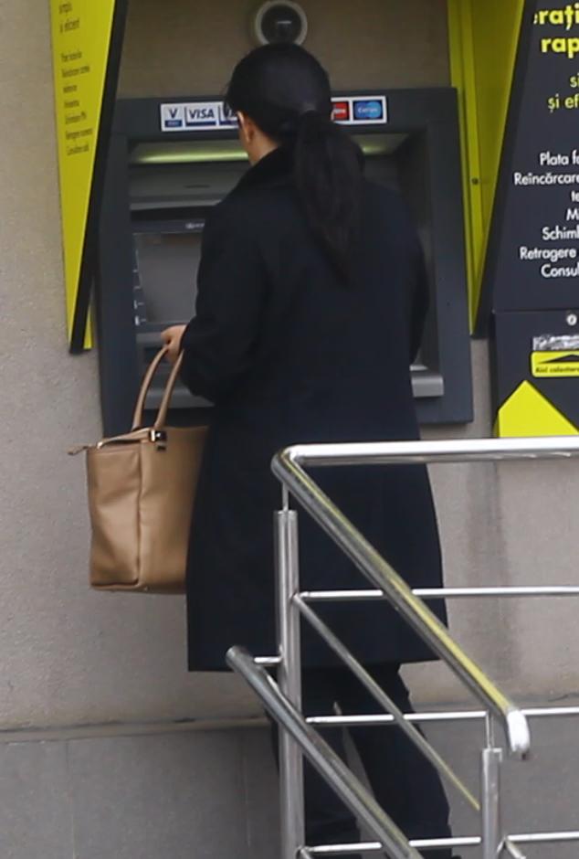 Luminita Becali a fost nevoita sa mearga la un alt bancomat