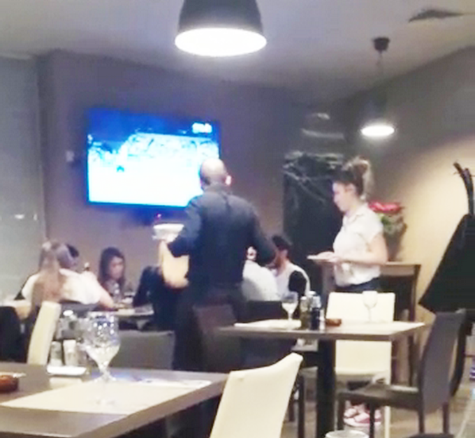 Tanase si prietenii au luat masa intr-un restaurant italian