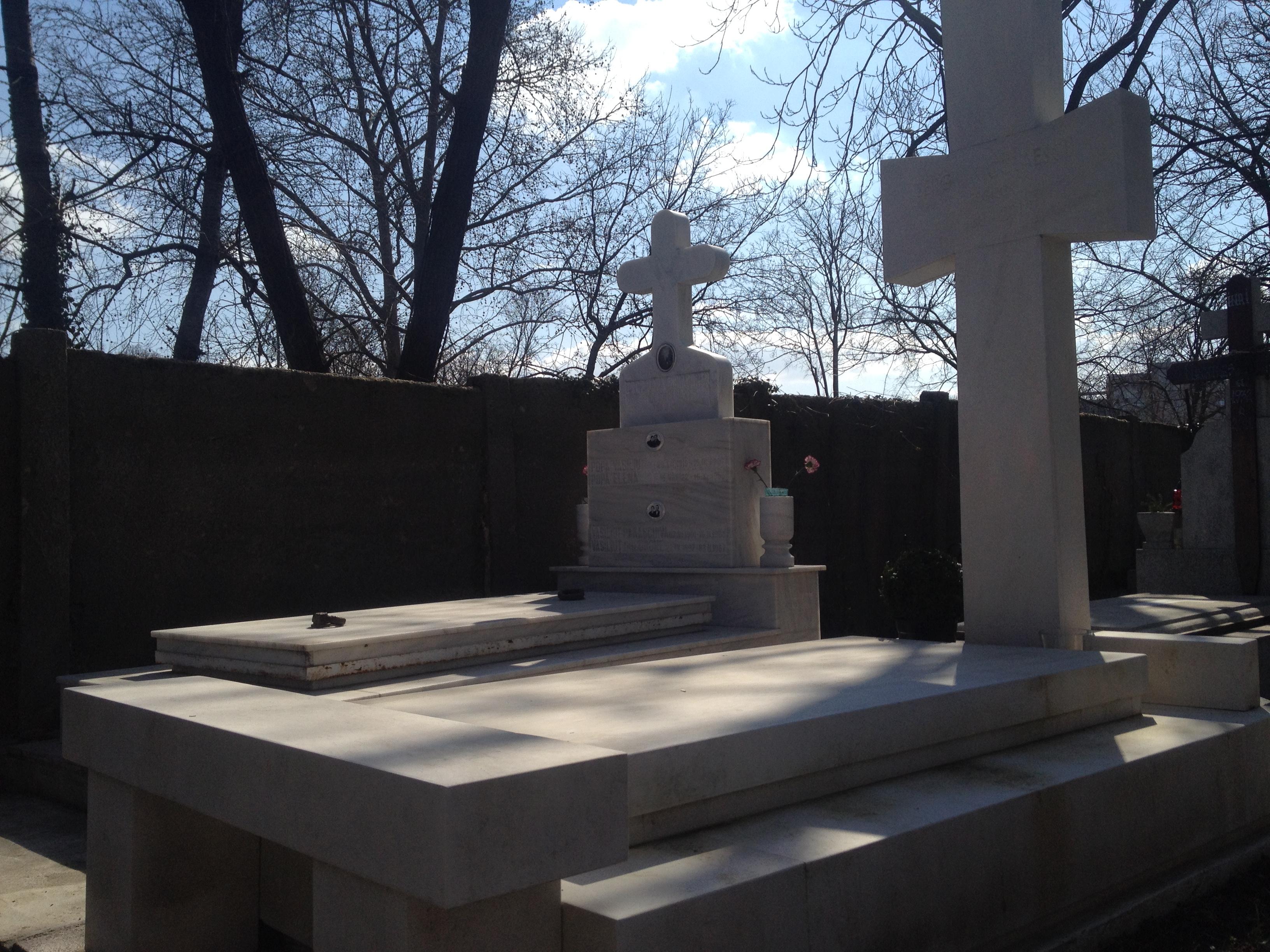 Pe la mormantul lui Sergiu Nicolaescu nu a trecut nimeni in ultima perioada
