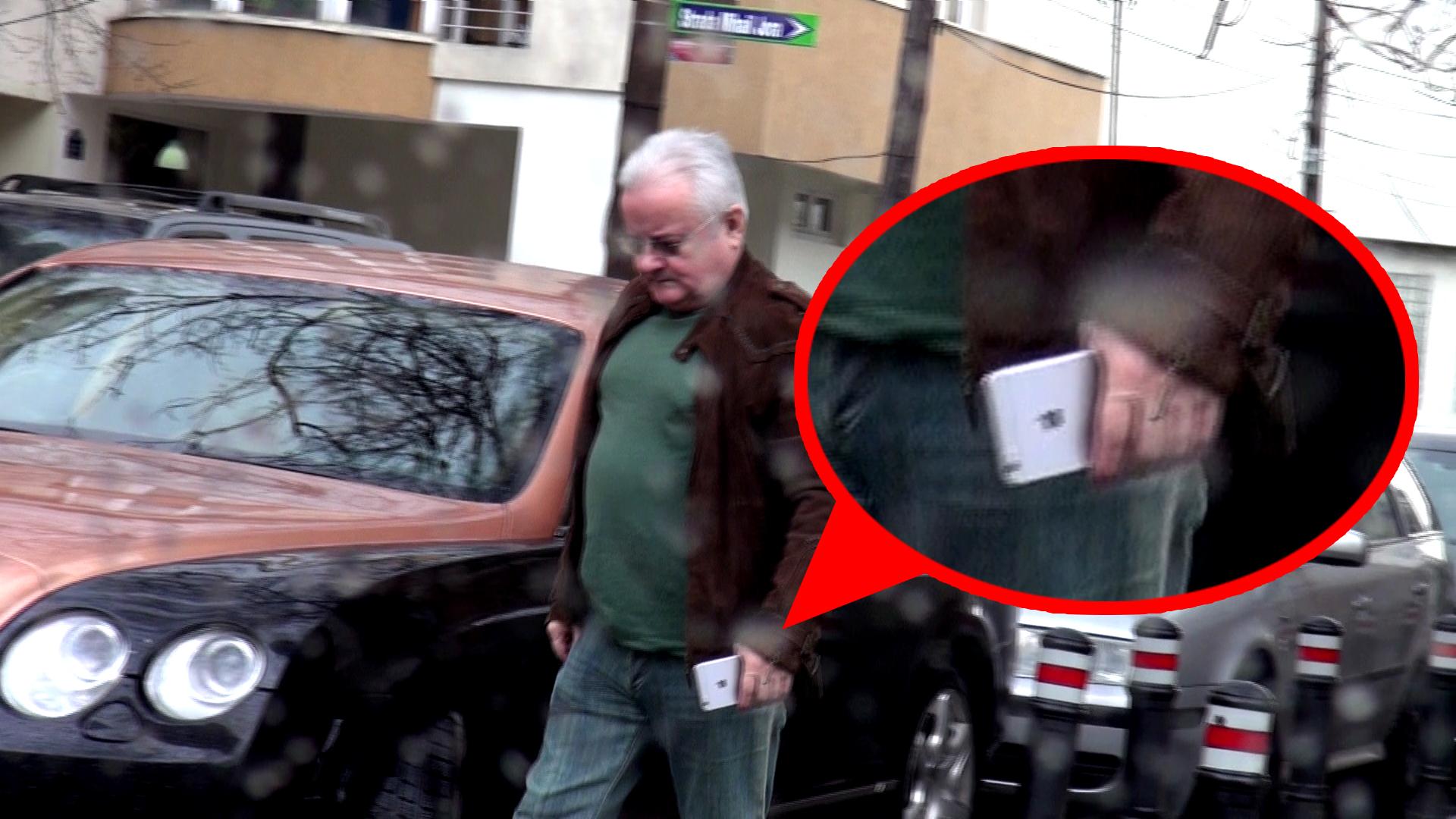 Imbracat lejer, Irinel a etalat un telefon de aproape 1000 de euro