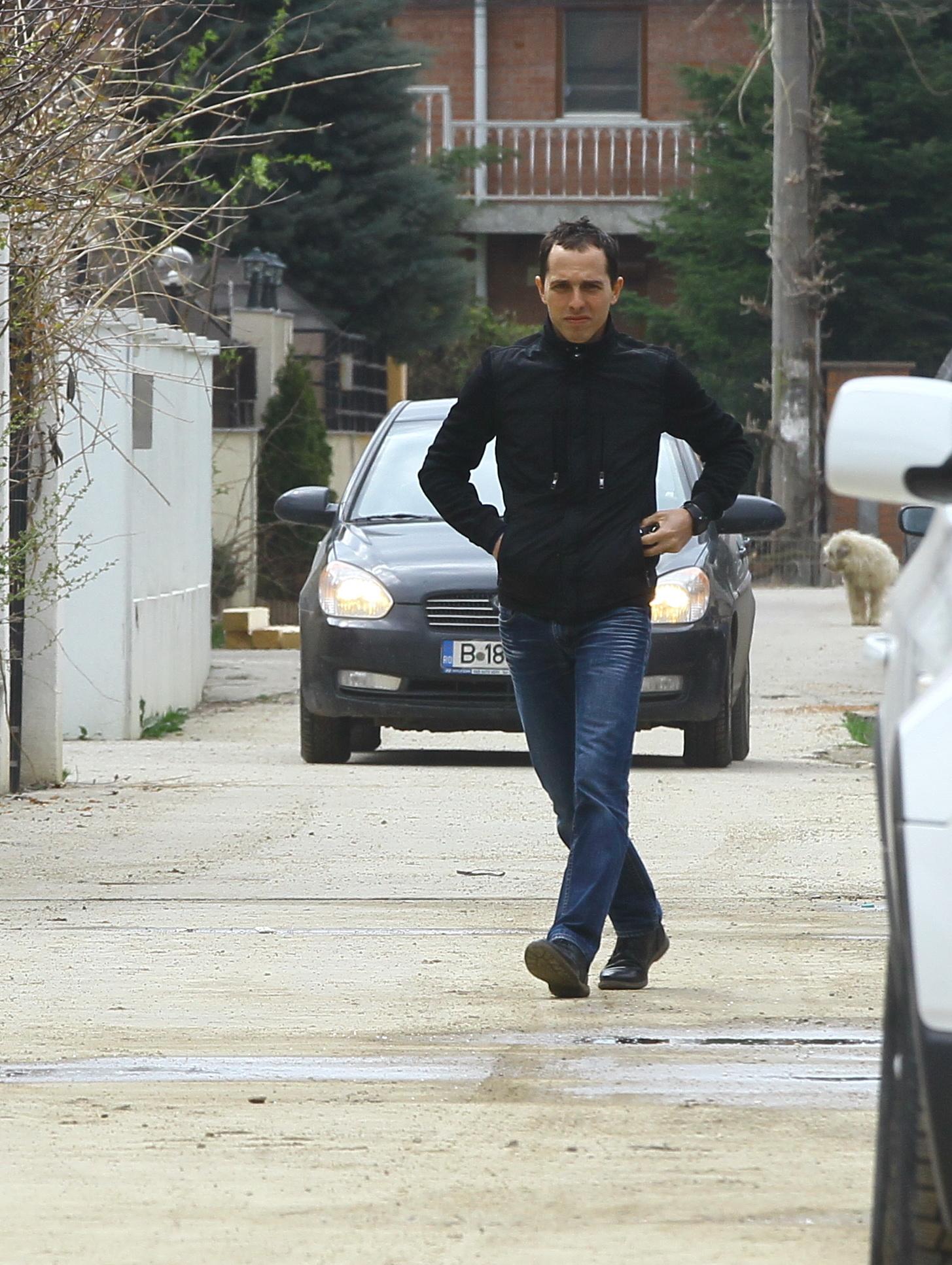 Dupa cateva minute, Valentin Avram s-a intors la resedinta sa