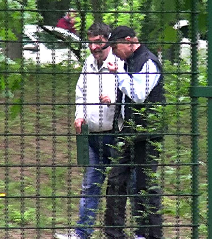 Traian Basescu a purtat o sapca, semn ca nu a vrut sa fie recunoscut de trecatori