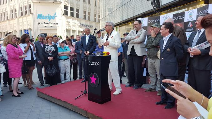 Ion Dichiseanu a primit Placheta Orasului Bucuresti de la primarul general Sorin Oprescu