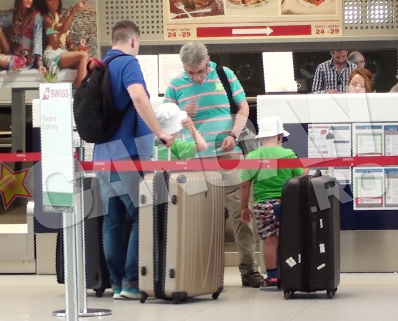 Prigoana si copiii au asteptat sa faca check-in-ul