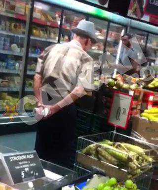 Visinescu s-a multumit sa priveasca lazile cu fructe, desi are o pensie de 3.300 de lei