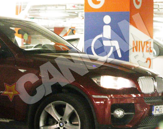 Sotia lui Gigi a parcat pe un loc destinat persoanelor cu handicap