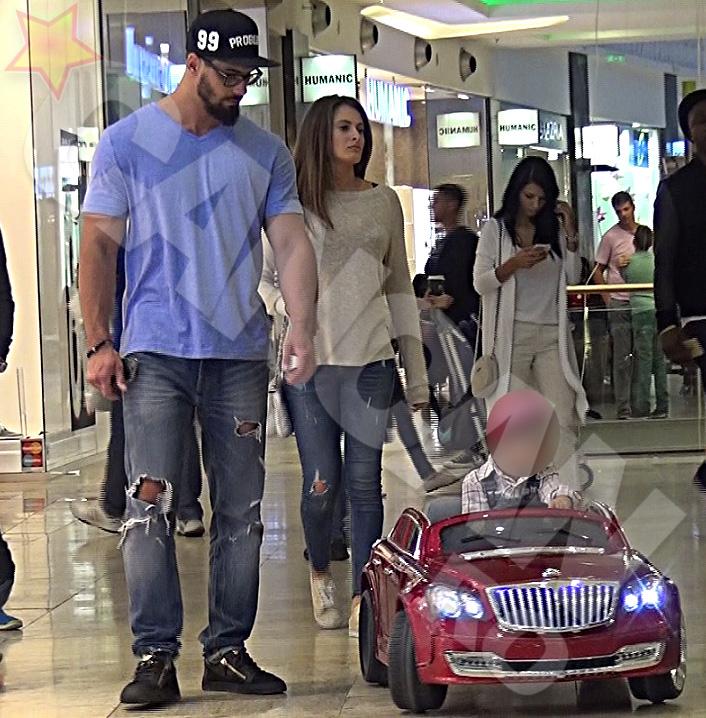Raluka si-a insotit noul iubit si pe fiul acestuia, la mall