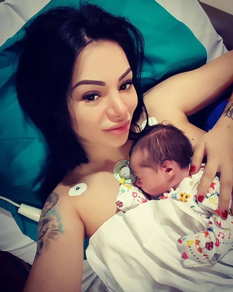 Dansatoarea Larisa Munteanu a născut o fetiţă