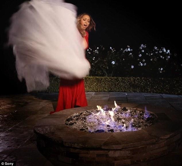 Vedeta şi-a ars rochia de mireasă în valoare de un sfert de milion de dolari