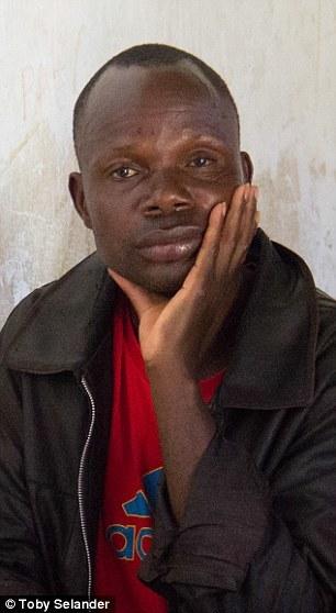 Adam Mwale, tatăl fetiţelor africane
