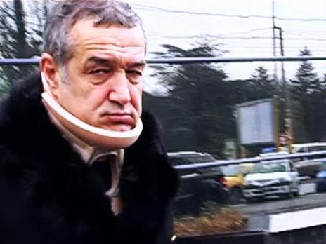 Becali a purtat guler cervical cât timp s-a aflat la închisoare