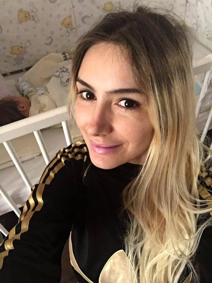 Sexu-Brăileanca şi-a făcut selfie cu fiul ei.