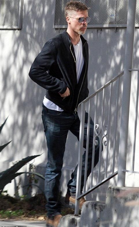Brad Pitt a ajuns de nerecunoscut după divorţul de Angelina Jolie  sursa: baronessj.com