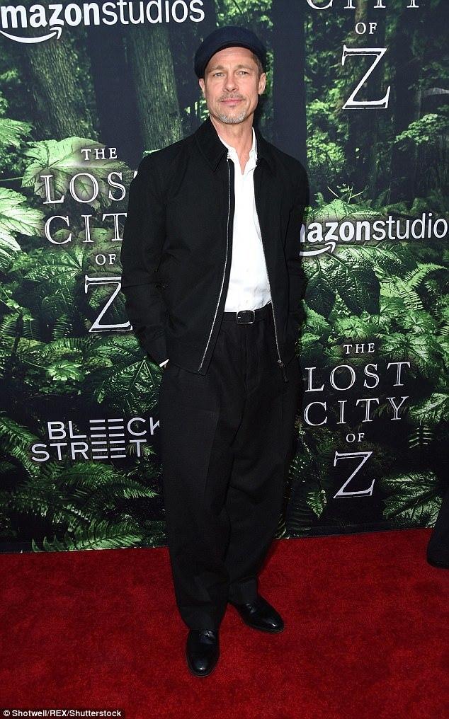 Brad Pitt a purtat o pereche de pantaloni largi ca să ascundă că a slăbit.