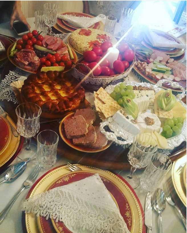 Raluca de la Bambi le-a arătat tuturor ce masă mare s-a făcut în familia lor de Paşte