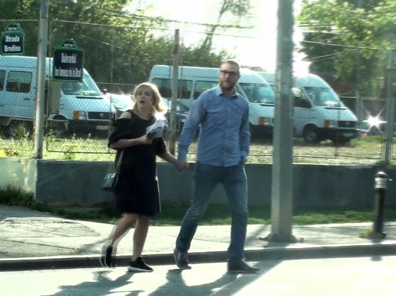 Simona şi iubitul ei au traversat prin loc nepermis