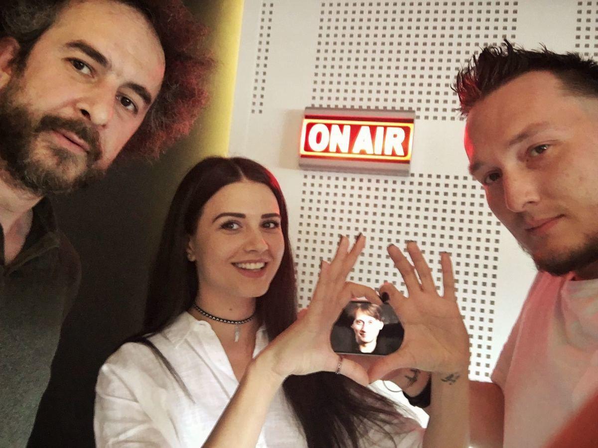 Vlad Craioveanu şi Iulia Pârlea (primii doi din stânga) au vorbit în direct despre o posibilă relaţie a Iuliei cu Smiley