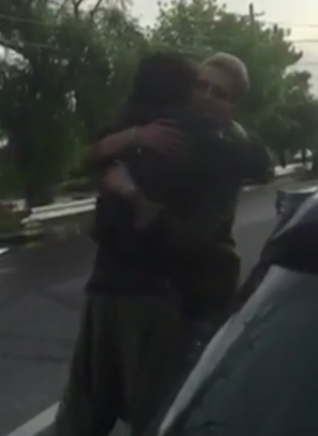 David Puşcaş în braţele lui Florin Marin (Sursă foto: captură TV)