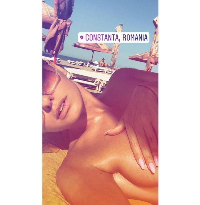 Alexandra Stan s-a pozat topless