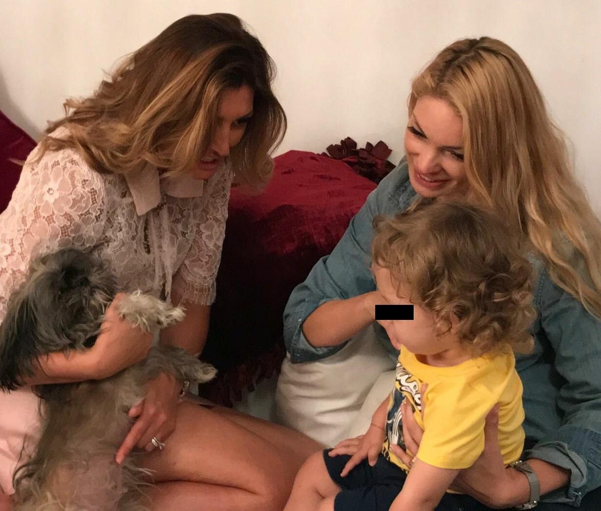 Valentina Pelinel îşi învaţă băieţelul să iubească animalele