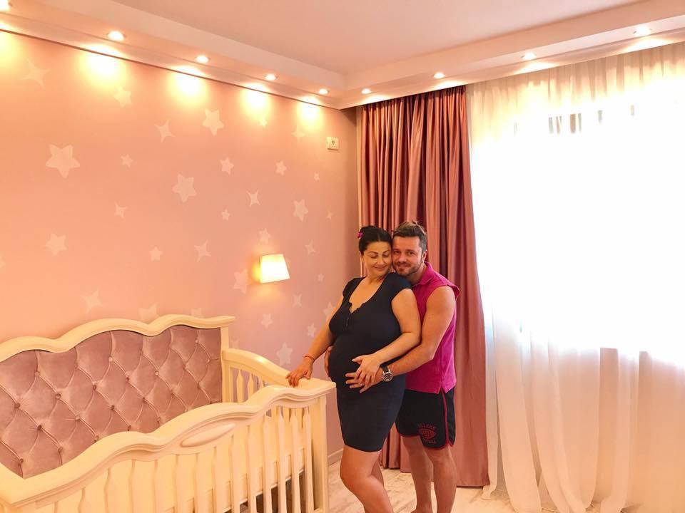 Tavi şi Gabriela i-au amenajat camera fetiţei.