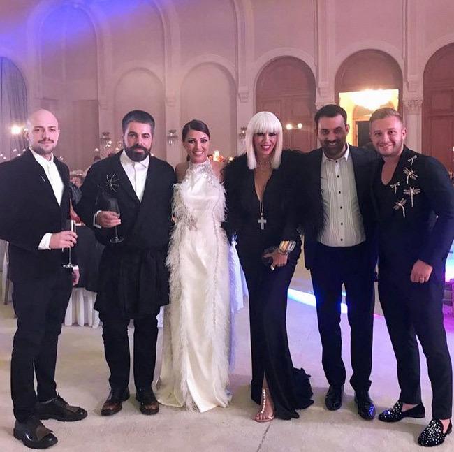 Ilinca Vandici, alături de Raluca Bădulescu şi alţi prieteni