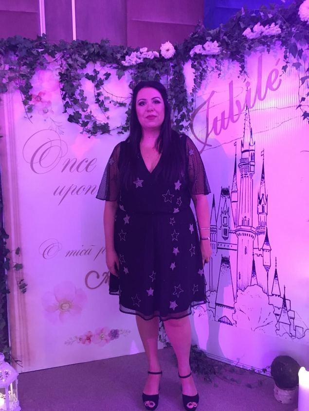 Oana Roman a atras privirile tuturor la botezul fiicei Elenei Gheorghe