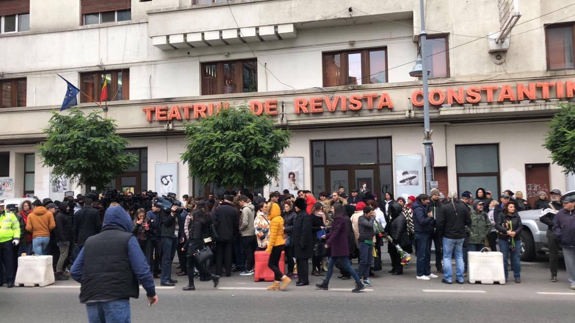 Sute de oameni au venit să-şi ia rămas bun de la Stela Popescu