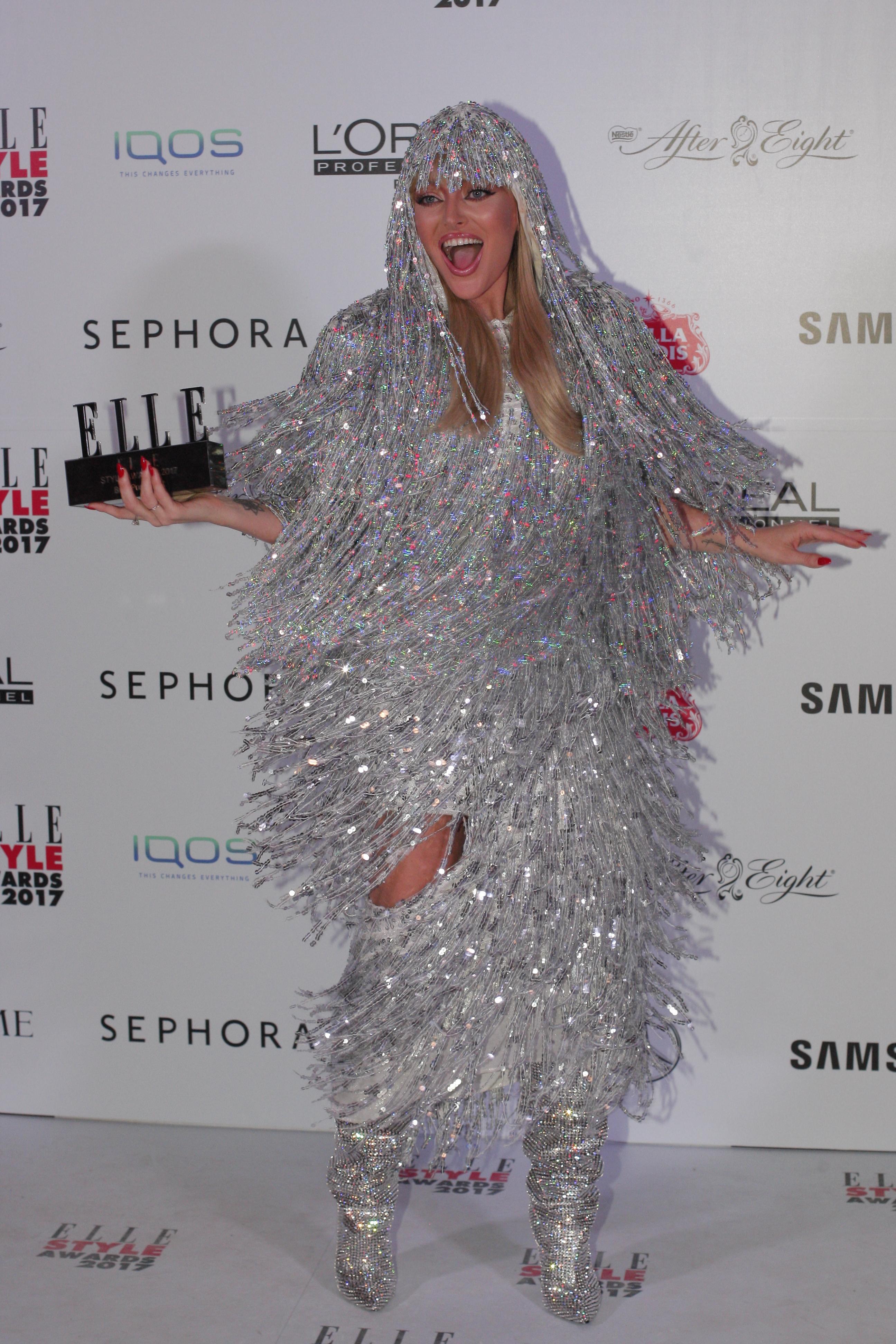 """La categoria """"Best Pop Artist"""", trofeul a ajuns la Delia"""