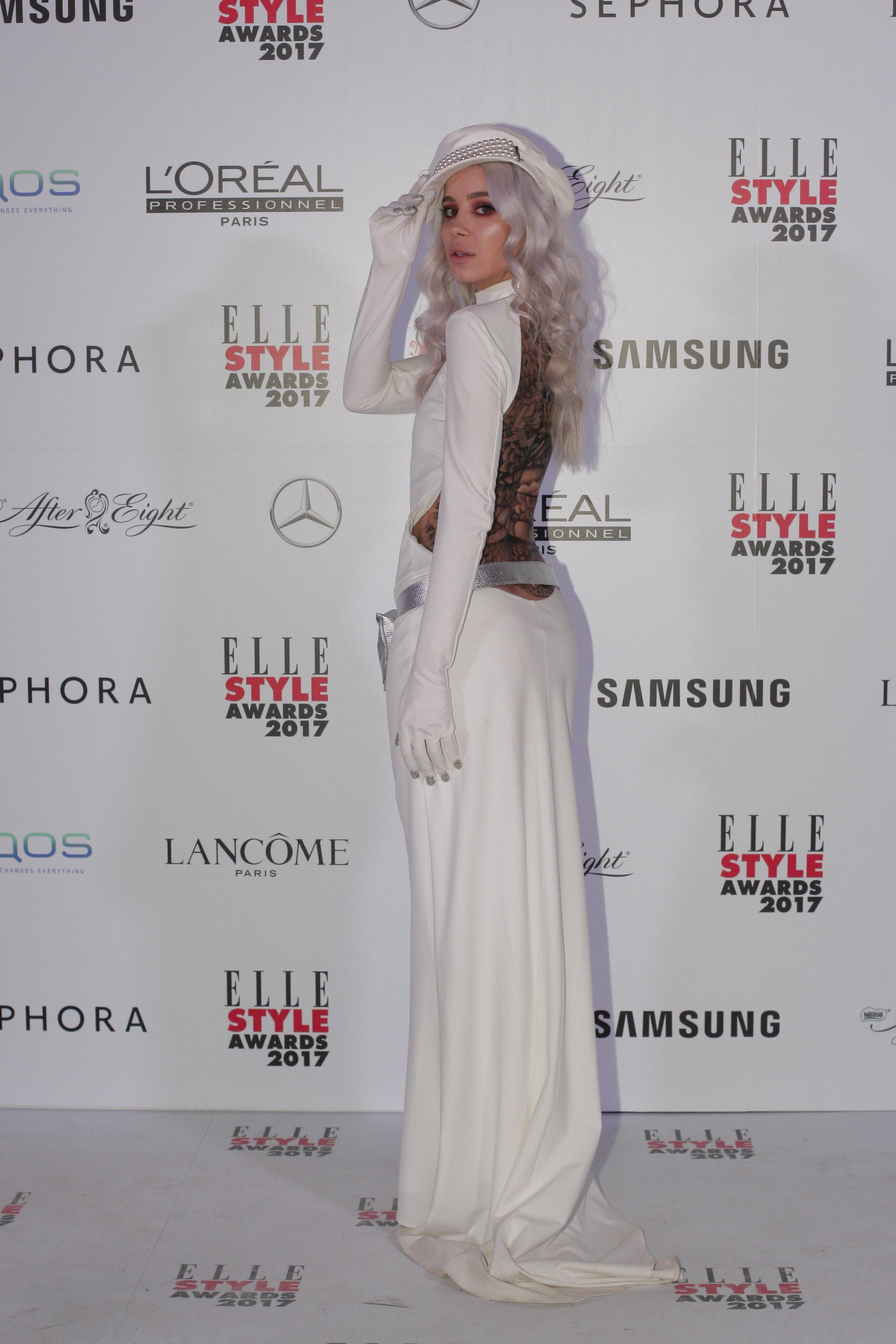 """Alina Ceuşan, unul dintre cei mai urmăriţi şi apreciaţi bloggeri de modă din România, a fost câştigătoarea categoriei """"Best Fashion Blogger"""""""