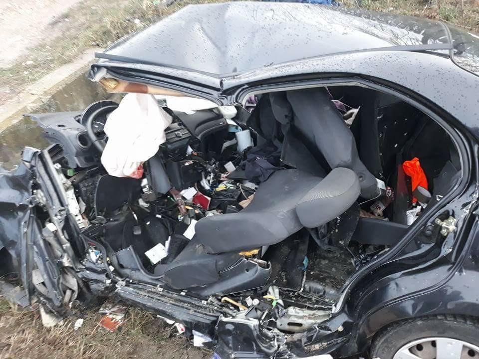 Aşa arată maşina lui Lucian Mătuşoiu, după fostul sportiv a adormit la volan. Sursa foto: Facebook