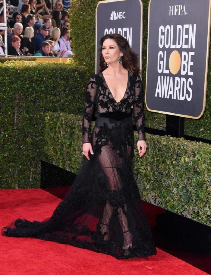 Catherine Zeta Jones, pe covorul de la Globurile de Aur 2018