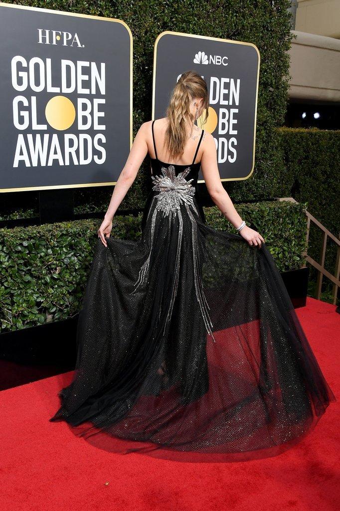 Dakota Johnson, pe covorul roşu de la Globurile de Aur.