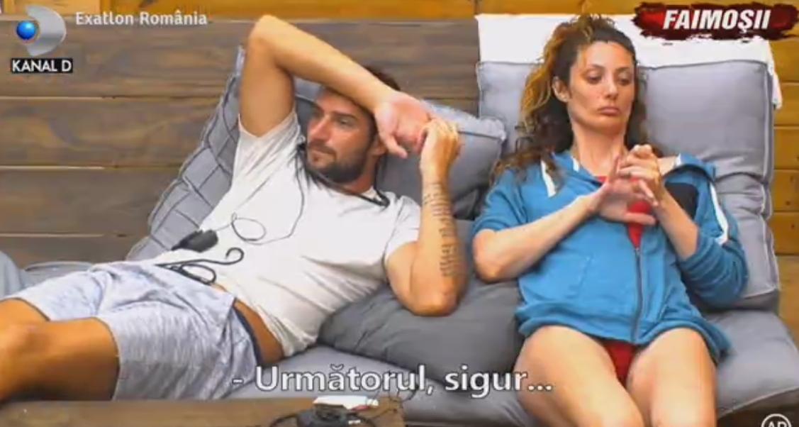 Cătălin Cazacu s-a aşezat lângă Claudia Pavel pe canapea