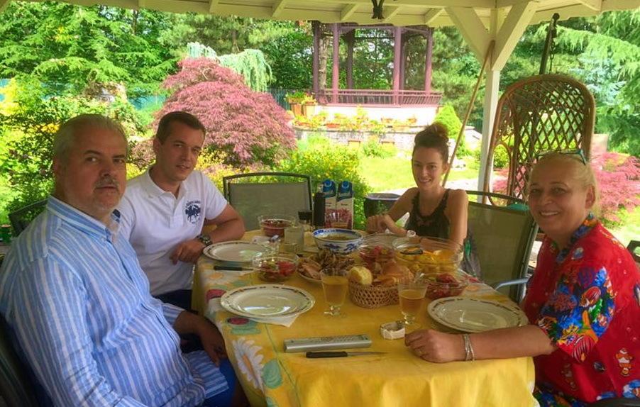 Fostul premier Adrian Năstase şi soţia acestuia, Dana, sunt extrem de ataşaţi de Bianca Ciuvăţ, logodnica fiului lor cel mare (SURSA FOTO: Facebook)