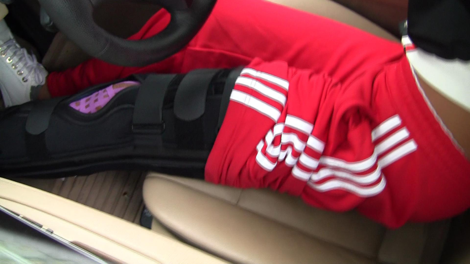 Medicii i-au imobilizat piciorul ranit si i-au recomandat repaus total pentru ca starea ei sa nu se agraveze