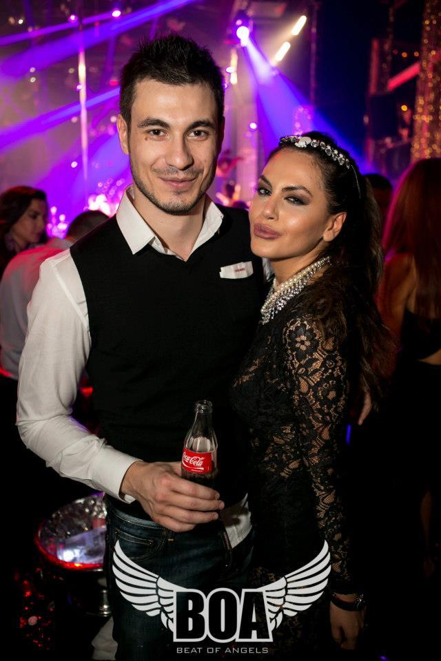 In noaptea de Revelion, petrecuta la maxim in club, Alex s-a fotografiat alaturi de fosta lui iubita, Cristina Savulescu