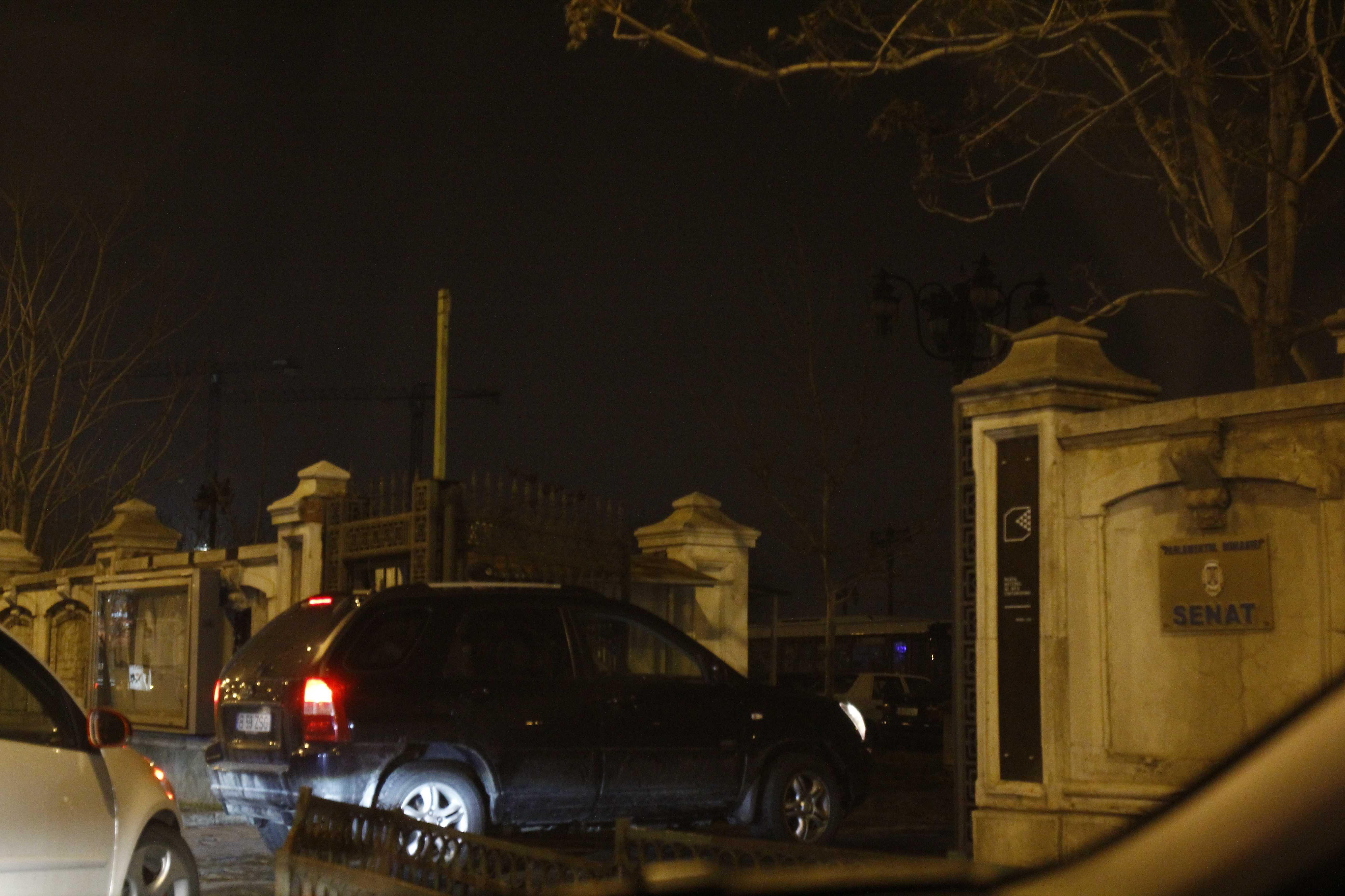 Oana Roman a ajuns la evenimentul de la Palatul Parlamentului la ora 20.10, insa jandarmii nu au lasat-o sa intre