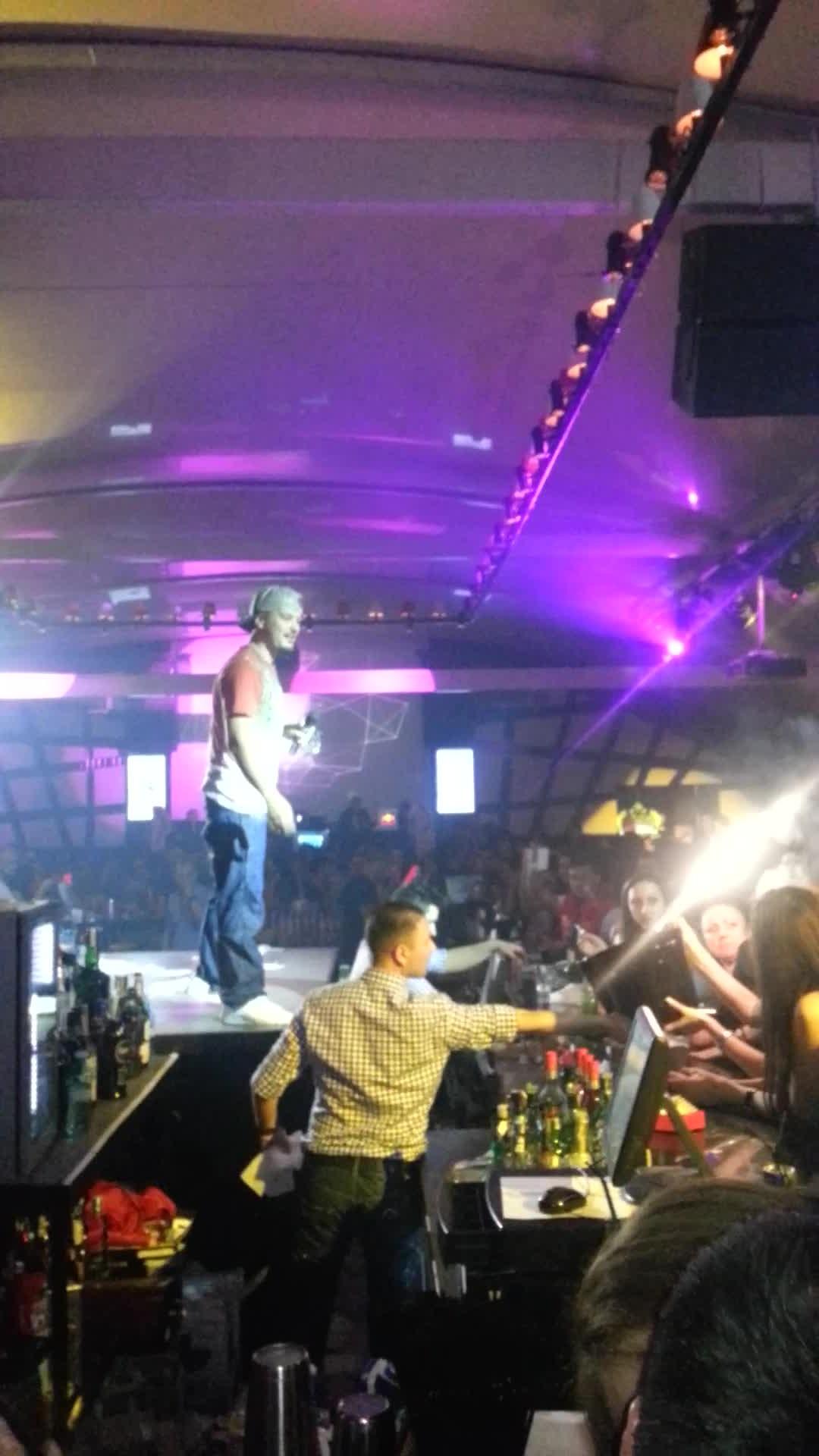 Puya a cantat intr-un club din Bucuresti