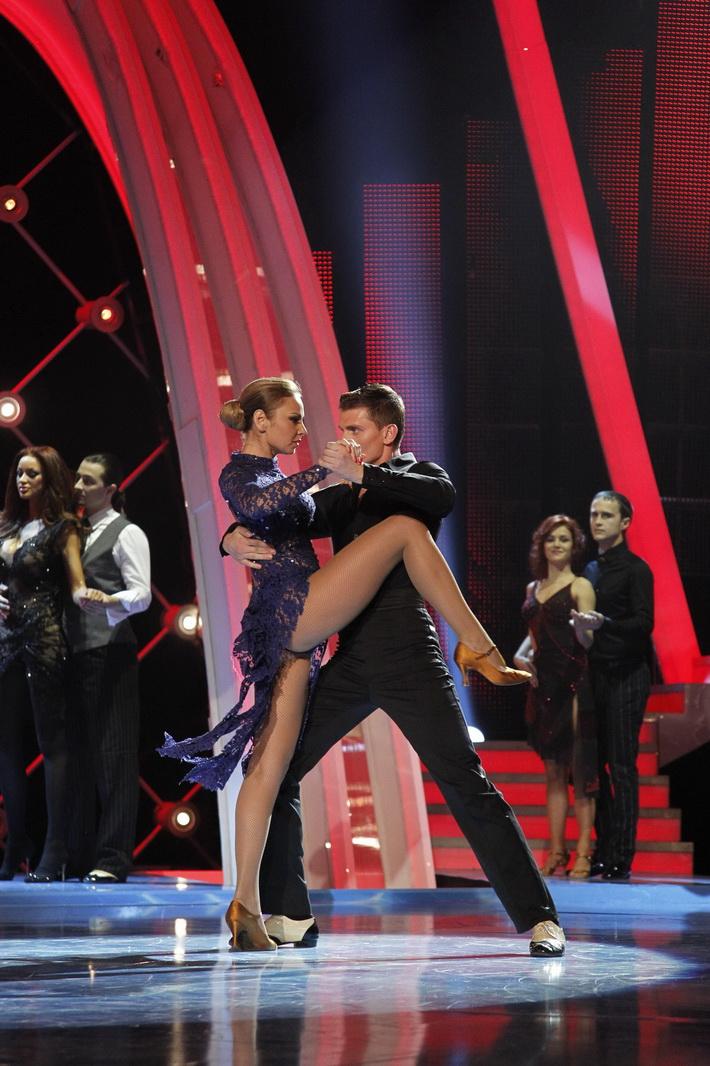 Bruneta l-a racolat si pe partenerul Roxanei Ionescu in trupa ei de dansatori