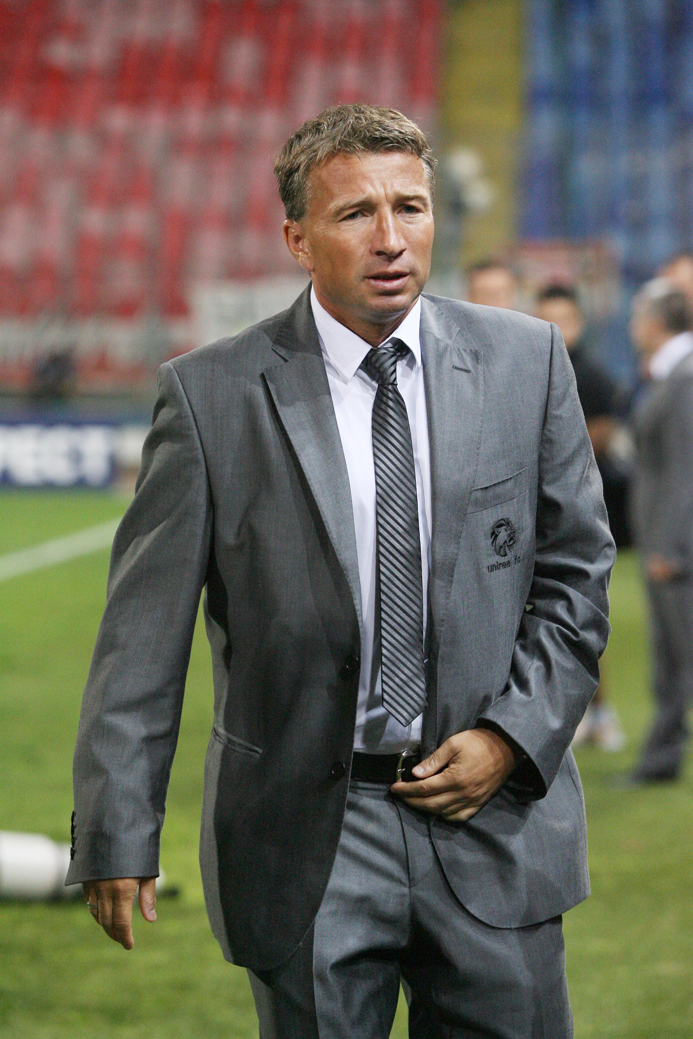 Dan Petrescu este în topul celor mai bine plătiţi antrenori români, castigand 2,5 milioane de euro pe an la Dinamo Moscova