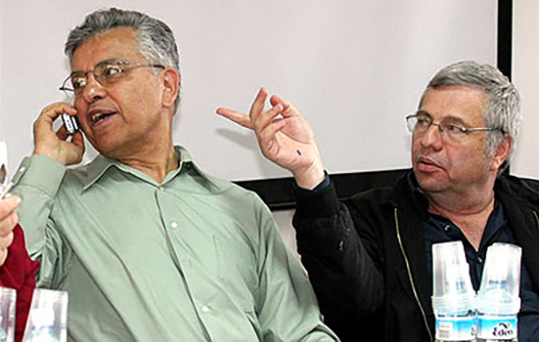 Shimon Perk (dreapta) era un reputat medic bacteriolog. Cel puţin oficial...