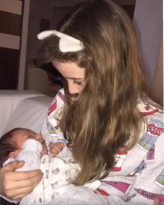 Monica Gabor i-a făcut cunosştinţă fiicei ei, Irina Columbeanu, cu cel mai nou membru al familiei