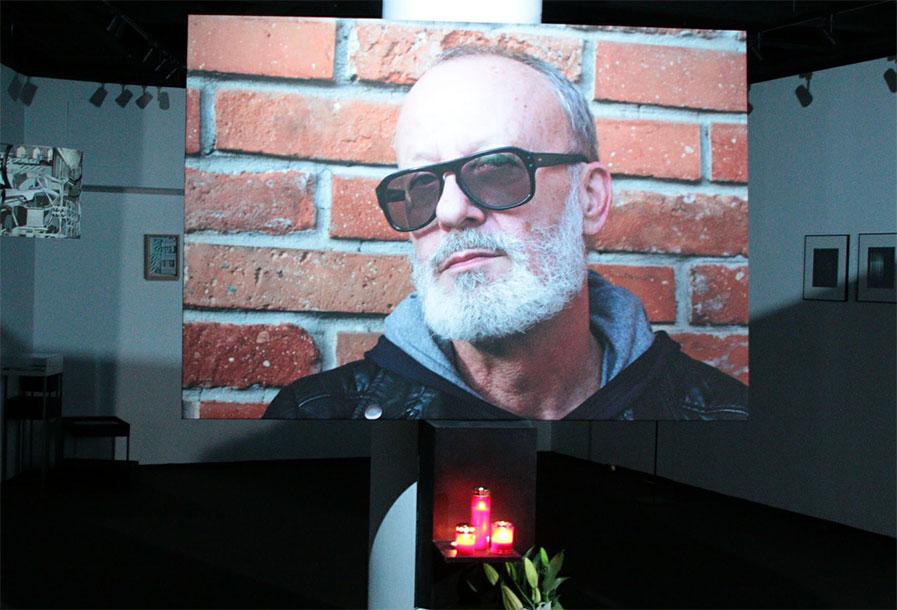Adevarul soc din spatele pozei pe care familia a depus-o la priveghiul lui Andrei Gheorghe. A fost facuta cu doar cateva zile inainte sa moara! Si-a lasat barba, iar ce le-a spus prietenilor intrece orice imaginatie